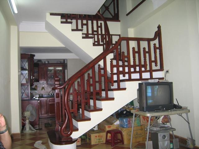Cầu Thang Cho Nhà Phố - Gỗ Căm Xe Đẹp Hiện Đại -034